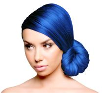 Sparks Long-Lasting Hair Dye in Electric Blue on Model
